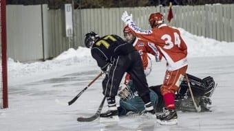 Henrik Hermansson slår in ett av sina fyra mål.Foto: Johan Borehed